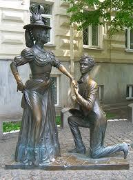 Статуя Проня Прокоповна и Голохвастов в Киеве